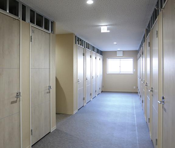 入居者様用のトランクルーム。万が一の災害に備えて防災用品も備蓄。
