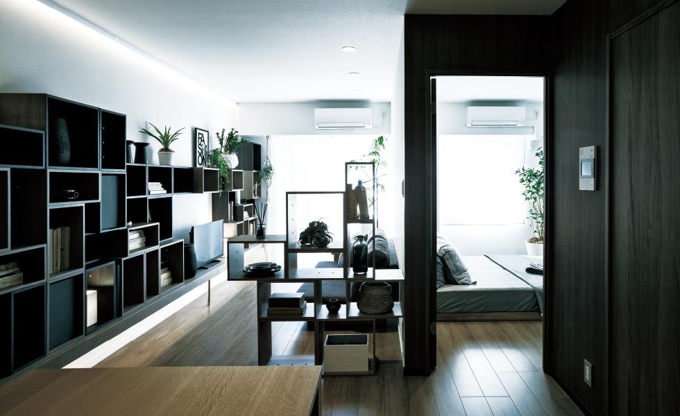 「可動式収納」を間仕切り棚として活用し、空間をフレキシブルにアレンジ。