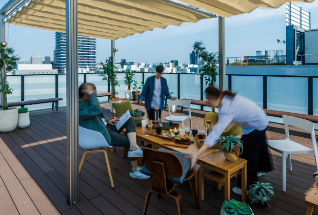 開放感のある屋外スペースで気分転換すれば、仕事の効率もアップ。